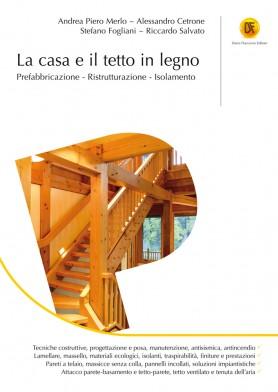 La casa e il tetto in legno